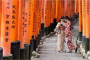 Graham-Martin_Path-of-a-thousand-gates-Kyoto